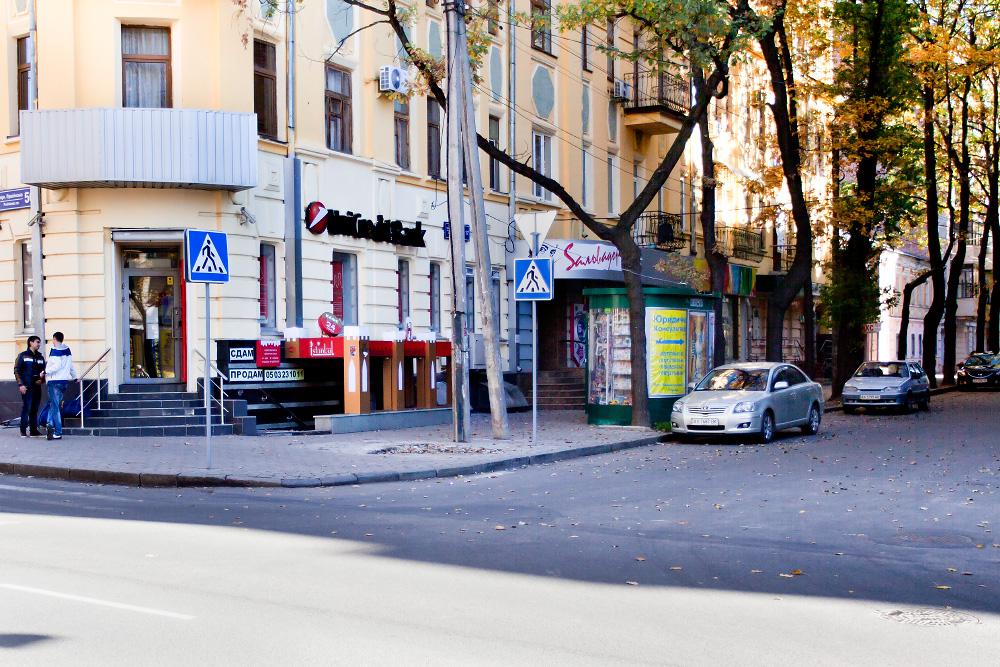 утради киоск стоявший на пешеходном переходе